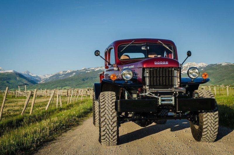 Очень крутой 70-летний Dodge Power Wagon с новым мощным двигателем