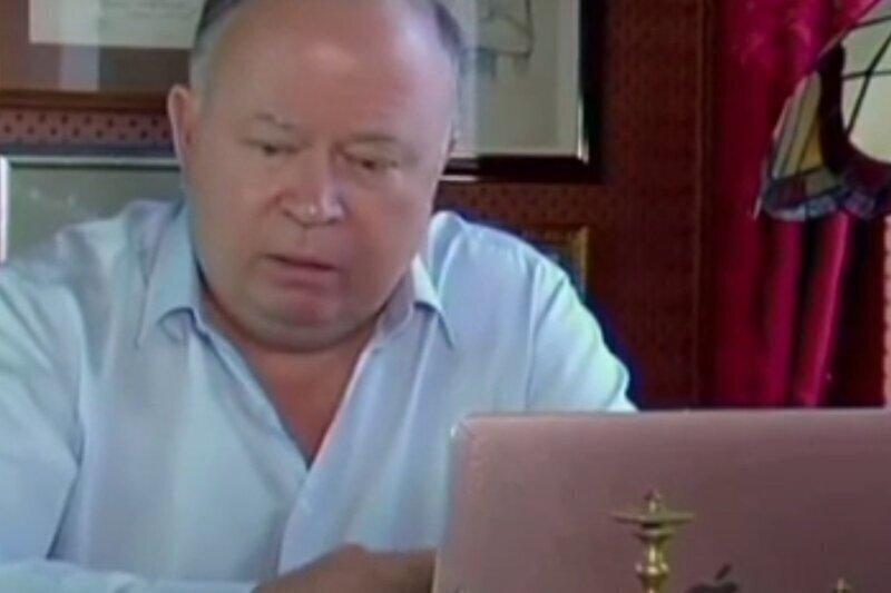 """Адрей Караулов рассказал о школе для """"солнечных"""" детей, которые считают лидеров власти """"своими"""""""