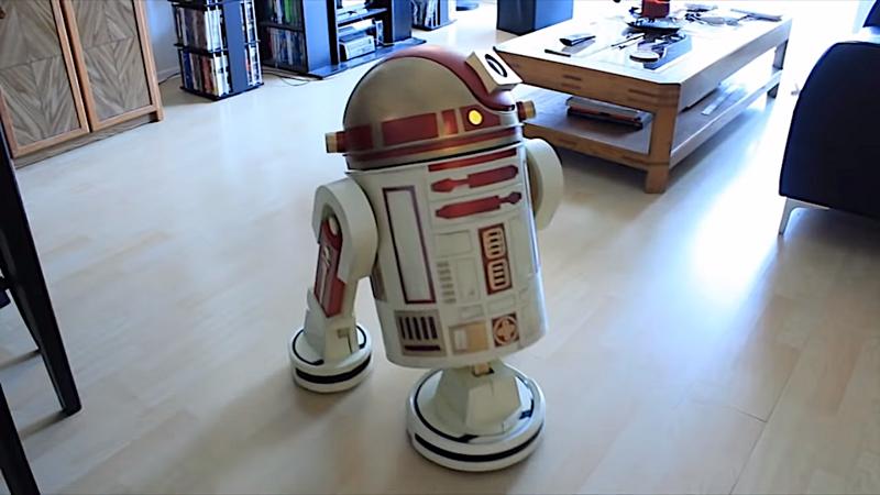 Мужчина превратил пылесос Roomba в дроида-уборщика