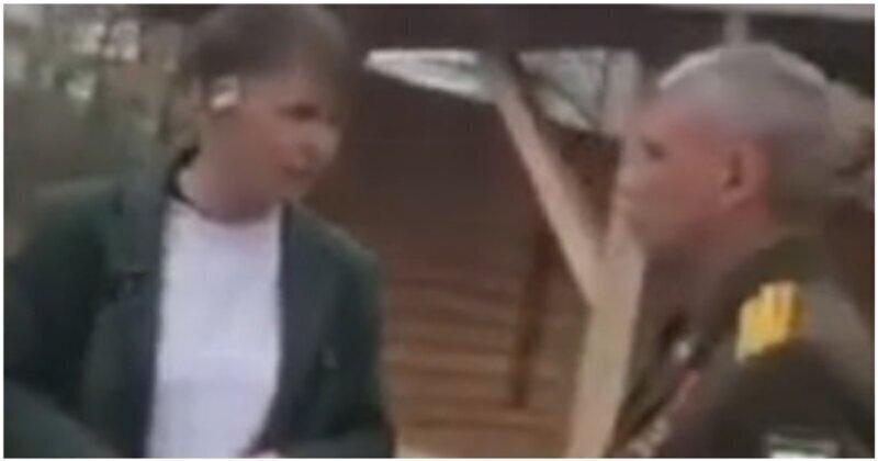 Пьяный мужчина, называющий себя подполковником, пристал к девушке