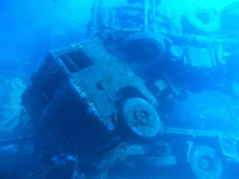 Как выглядят грузовики, спустя 40 лет после кораблекрушения парома в Средиземном море