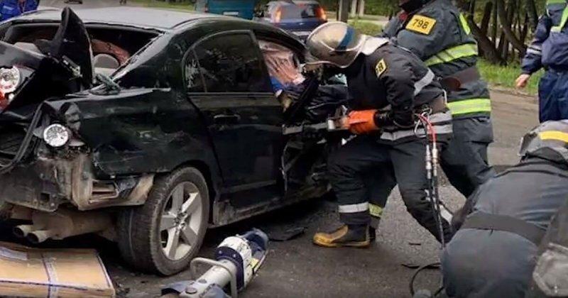 Авария дня. В Калуге лихач устроил серьезное ДТП