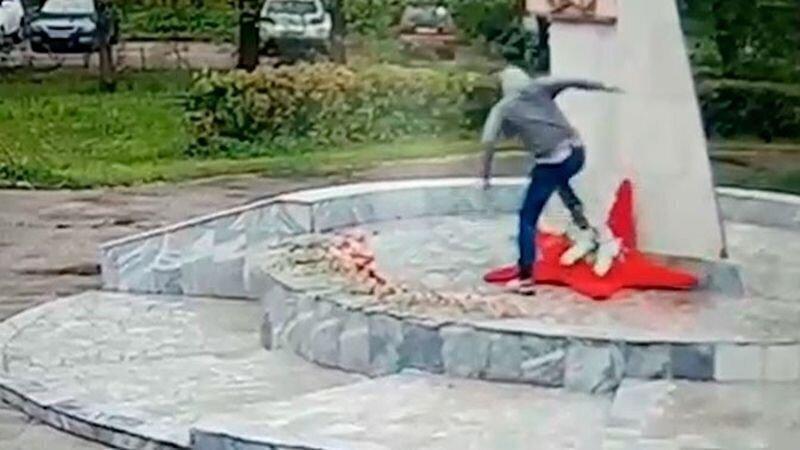 В Подмосковье мужчина осквернил мемориал Великой Отечественной войны