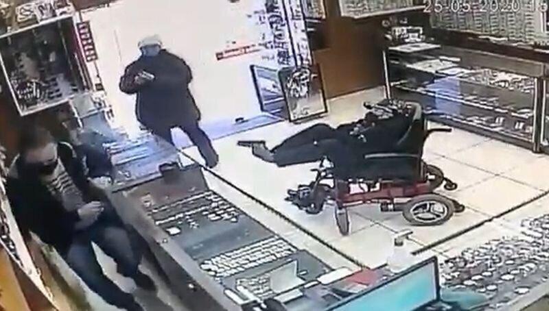 В Бразилии инвалид попытался ограбить магазин с помощью игрушечного пистолета
