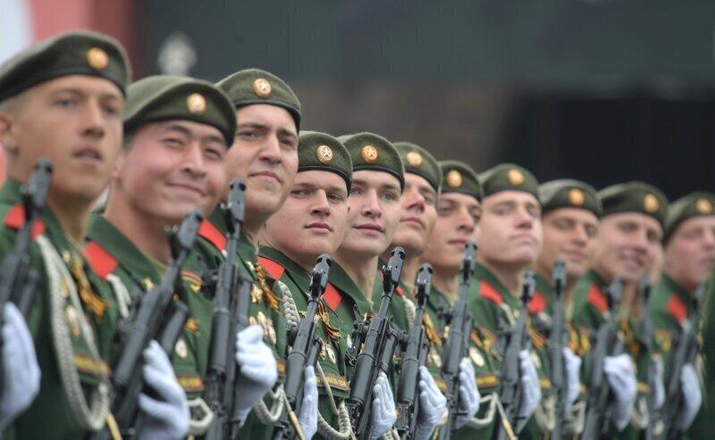 Путин поручил Шойгу готовить Парад Победы 24 июня