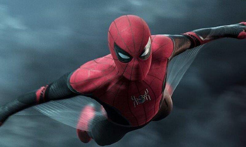 """Детям не удалось упросить """"черную вдову"""" превратить их в Человека-паука"""