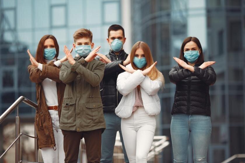 Академик объяснил, чем опасны маски с перчатками