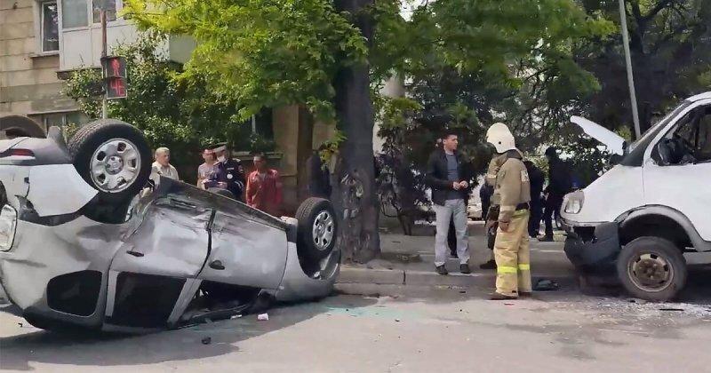 В Севастополе перевернулся любитель проскакивать на красный сигнал светофора