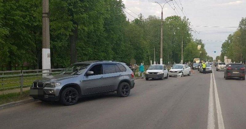 Высадил пассажира: столкновение трёх автомобилей в Твери