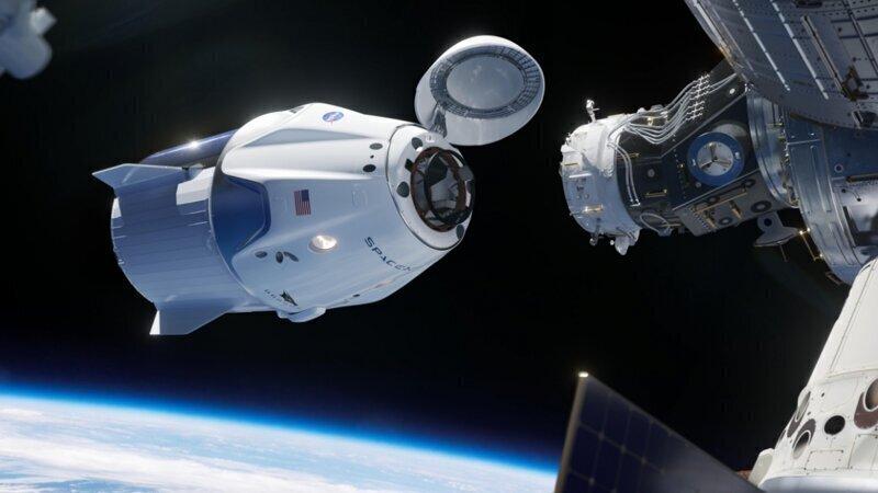 Впервые в истории частный космический корабль успешно пристыковался к МКС