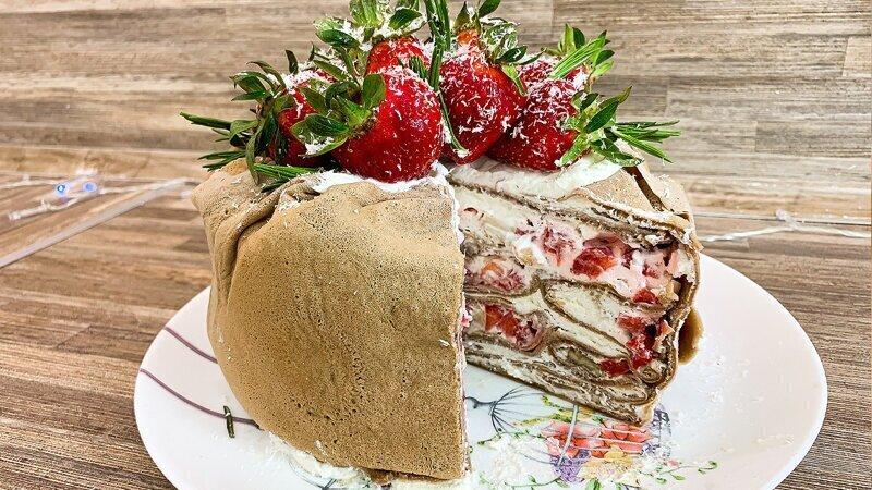 Блинный торт со сливочным кремом и фруктами