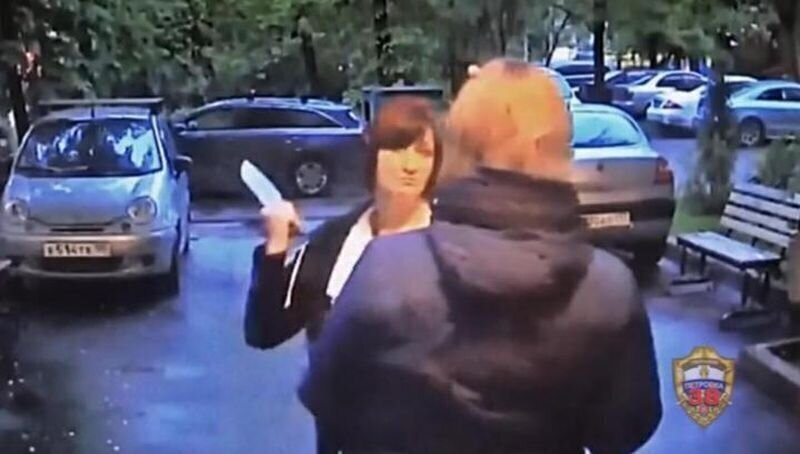 В Москве женщина с помощью ножа попыталась взыскать долг с соседки