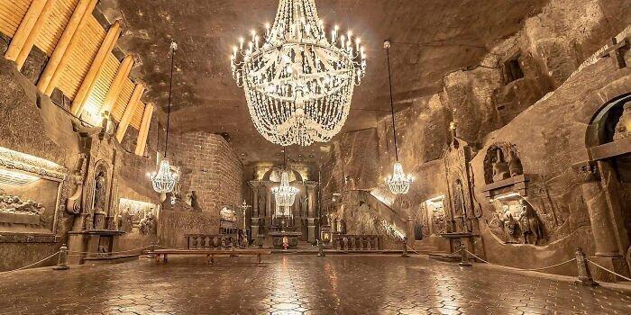 Уникальная соляная шахта, которая выглядит как настоящий подземный дворец