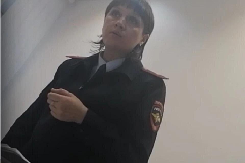 """""""Ты охеревший или че?"""": сотрудница полиции без средств защиты накричала на посетителя без маски"""