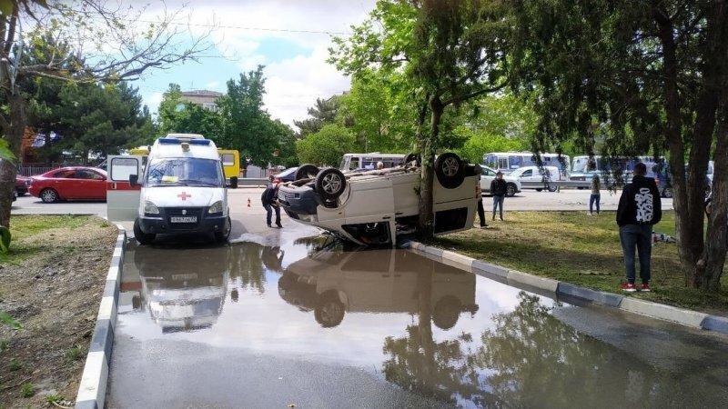 Дело Шамаича живет и побеждает! В Симферополе лихач перевернул микроавтобус