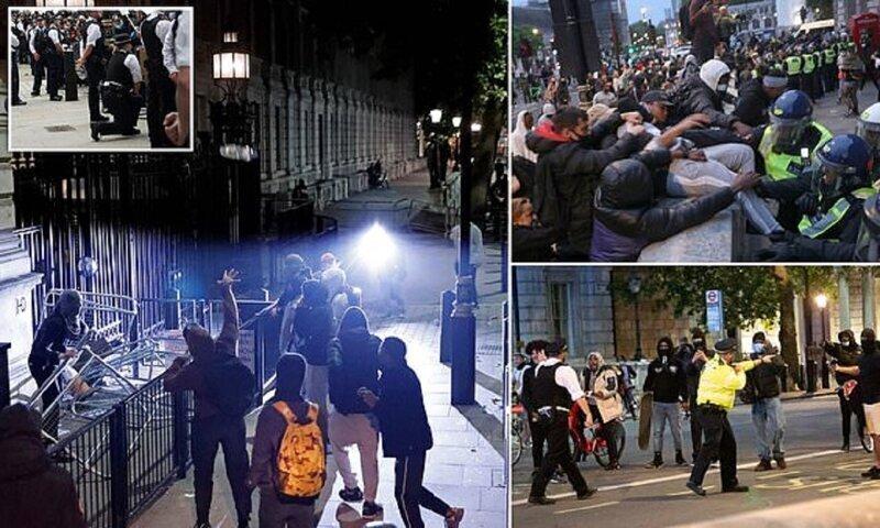 В знак протеста против полицейского насилия в Америке англичане побили британских бобби