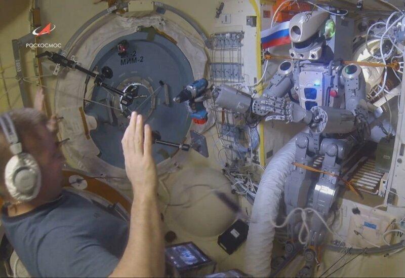 """Что сделал """"Роскосмос"""" пока Маск делал пилотируемый Crew Dragon"""