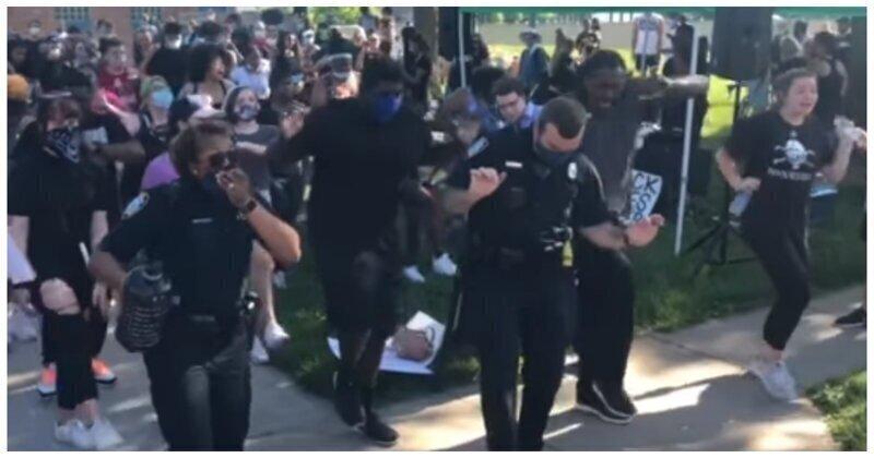 Мирные протестующие станцевали с полицейскими в США
