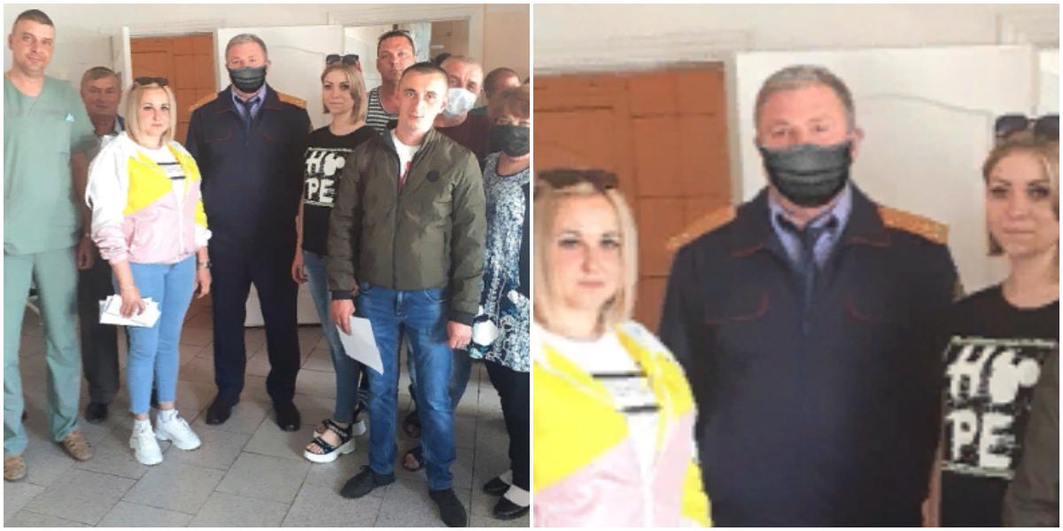 Следователю из Белгорода прифотошопили маску на фотографии с медиками