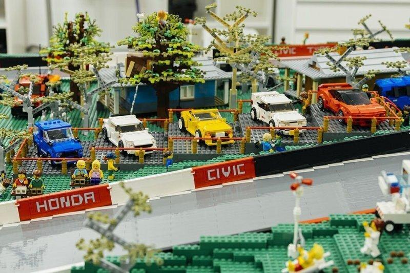 Из 150 000 деталей Lego создали миниатюрную копию главного гоночного автодрома Австралии