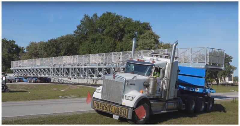 Дальнобойщик мастерски справляется с транспортировкой 70-метровой конструкции