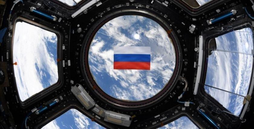 Экипаж МКС поздравил россиян с Днём России