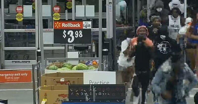 Видео: мародеры штурмуют супермаркет Walmart во Флориде