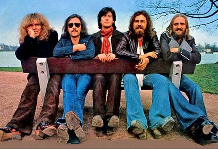 История красивой песни. Gyöngyhajú Lány (1969) - White Dove (1994)
