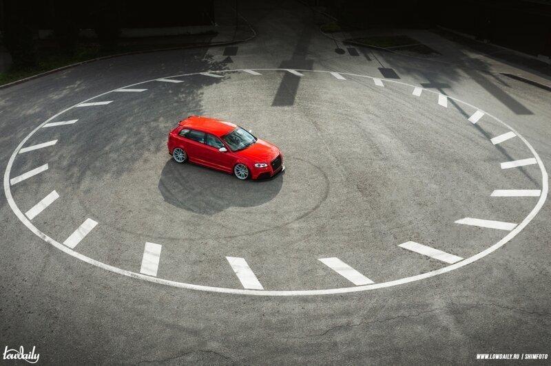 Audi RS3 с разноцветным крылом