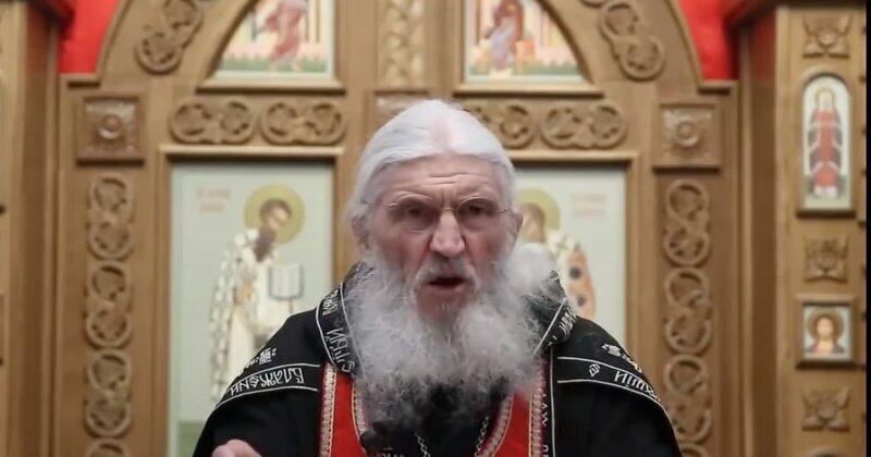 Бывший духовник Поклонской захватил женский монастырь и выставил охрану из казаков