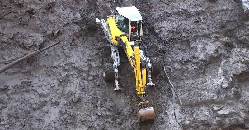 Работа экскаватора-вездехода в экстремальных условиях на водохранилище в Швейцарии