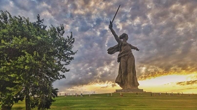В Волгограде после реставрации вновь открыт монумент «Родина-мать зовёт!»