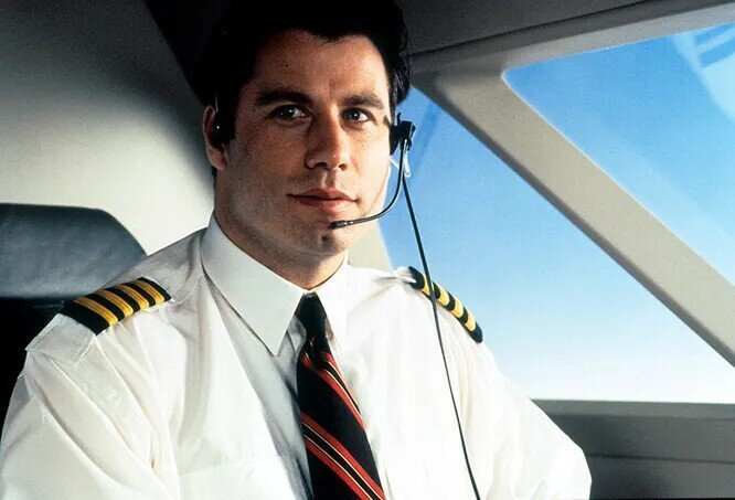 """""""А мне летать охота!"""": 8 мировых звезд, которые могут работать пилотами"""