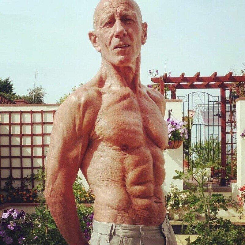 Этому дедушке в 72 года