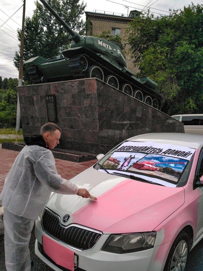 Шкоду покрасили в розовый перед Парадом в Саратове