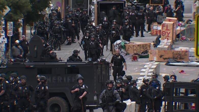 Полиция зачистила «автономную зону» протестующих в Сиэтле