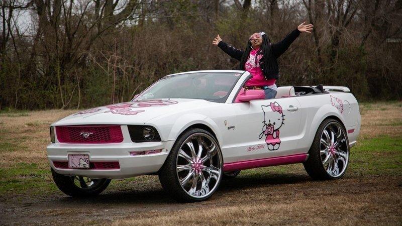 Ford Mustang в стиле Hello Kitty — автомобиль молодой мамы