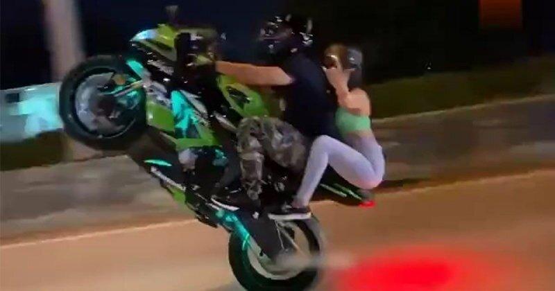 Езда на заднем колесе, которую девушка запомнит на всю жизнь