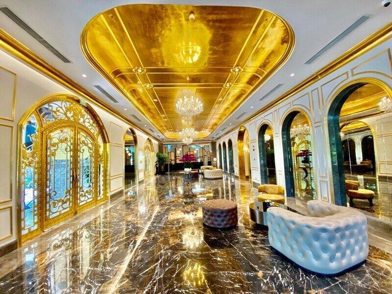 Во Вьетнаме построили пятизвездочный отель, покрытый чистым золотом