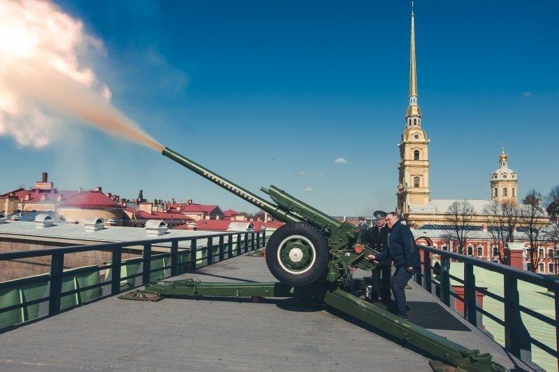 Полуденный выстрел: почему в мирное время грохочет пушка на Петропавловской крепости?
