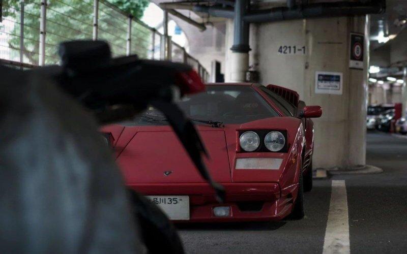 Кто-то забыл юбилейную версию суперкара Lamborghini Countach на парковке в Токио