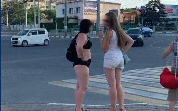 Жителей черноморского курорта возмутили отдыхающие в купальниках