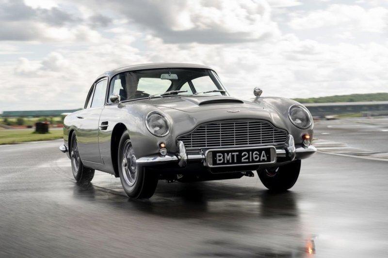 Почувствуй себя агентом 007: Aston Martin выпустил шпионскую версию DB5