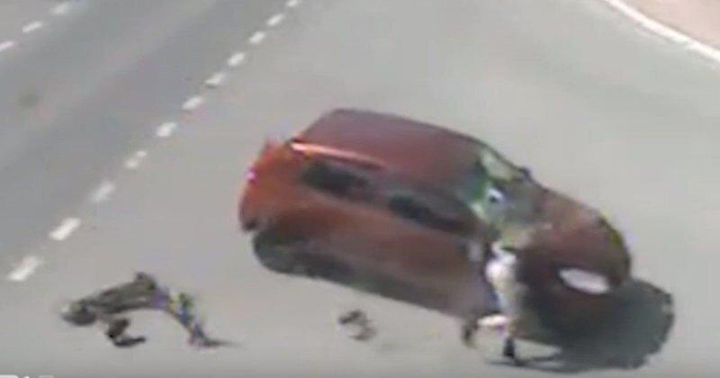 Опасный электротранспорт: в Перми автомобиль врезался в самокат