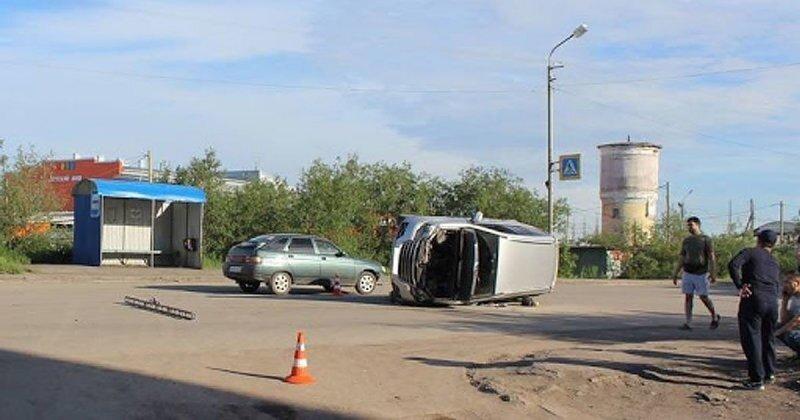 Авария дня.  В Воркуте водитель без прав протаранил автомобиль в котором ехала семья