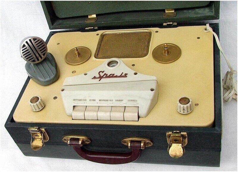 8 советских бобинников «в чемодане» Катушки и лампы берем с собой