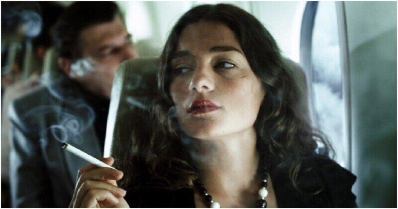 Авиадебоширка выкурила в самолете свою самую дорогую в жизни сигарету