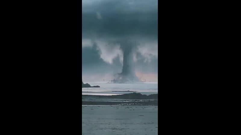Никогда не видел, как зарождается торнадо?