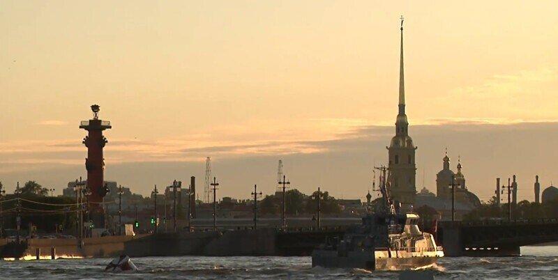 Репетиция главного парада ВМФ прошла в акватории Невы
