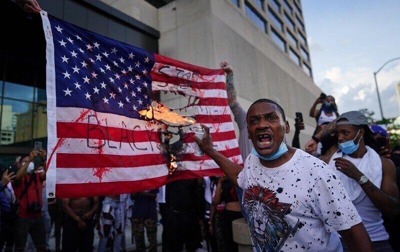 Американский хаос принимает сумасшедшие формы